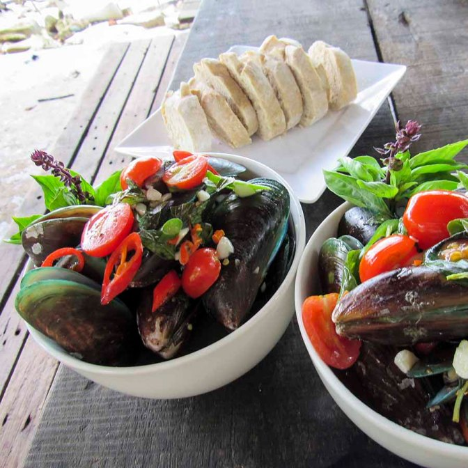 Mussels with Garlic, White Wine, Tomato & Basil
