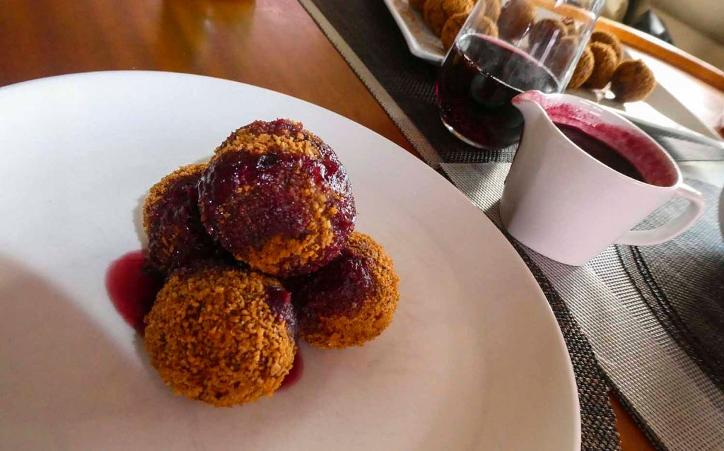 Crumbed turkey balls with Camembert and red wine cranberry sauce